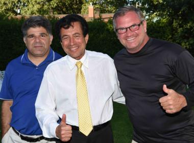 Me Mario Fiorino, Ricaardoe Di Done,  directeur général d'Avant tout, les enfants, et Steve Young, ex Sergent Chef du Service de Police d'Edmonton.